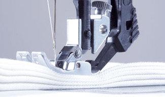 Coudre des épaisseurs à la machine à coudre par CoudreetBroder.com